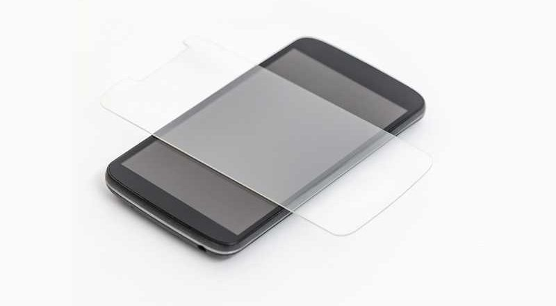 Limpia y reemplaza un protector de pantalla